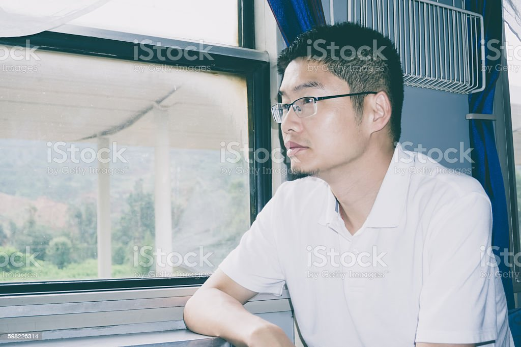 Asian businessman look out of train window foto royalty-free