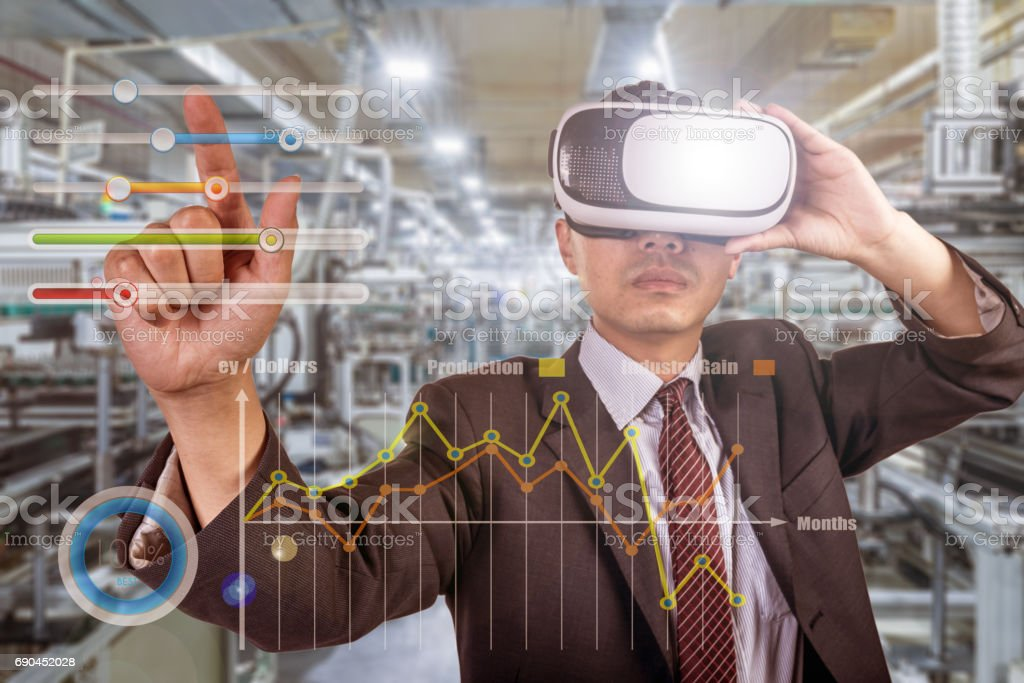 Asiatische Geschäftsmann tragen VR Kopfhörer – Foto