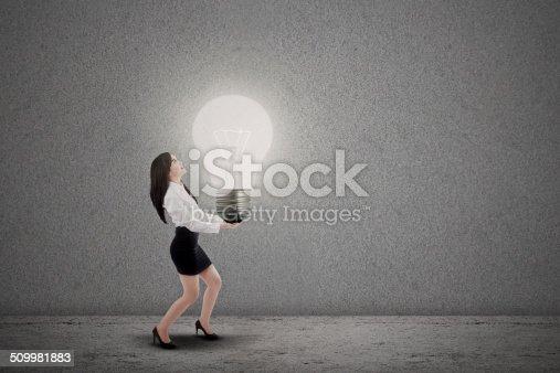 1162297213 istock photo Asian businesswoman carry light bulb 509981883