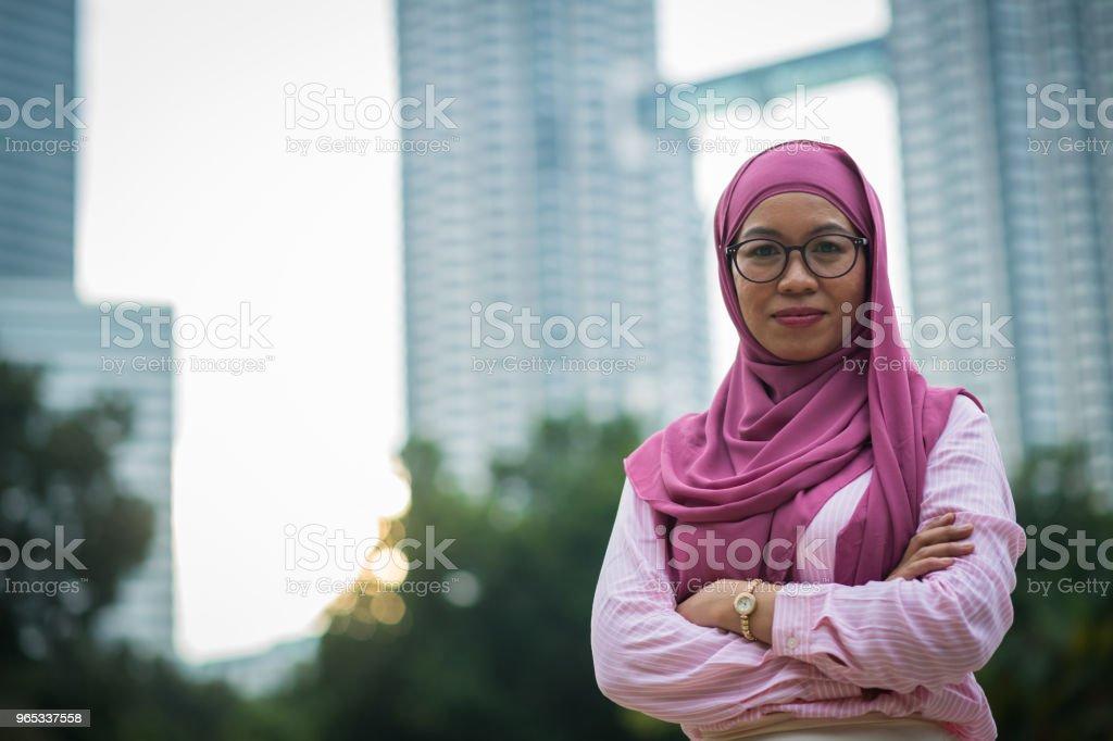 페트로나스 타워 앞 아시아 사업가 - 로열티 프리 30-39세 스톡 사진