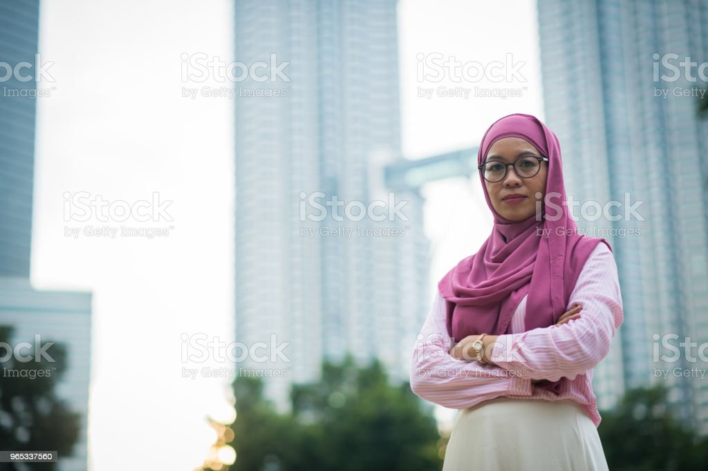 Asian businesswoman in front of the Petronas Towers zbiór zdjęć royalty-free