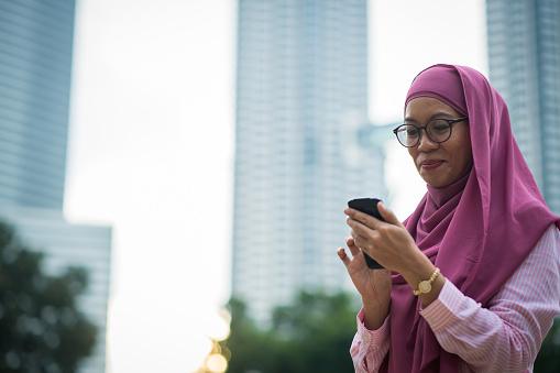 페트로나스 타워 앞 아시아 사업가 30-39세에 대한 스톡 사진 및 기타 이미지