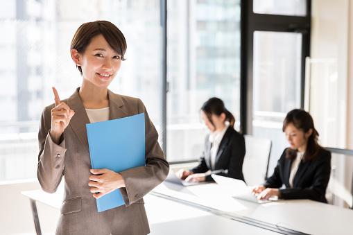 女性ビジネスマンの写真|KEN'S BUSINESS|ケンズビジネス|職場問題の解決サイト
