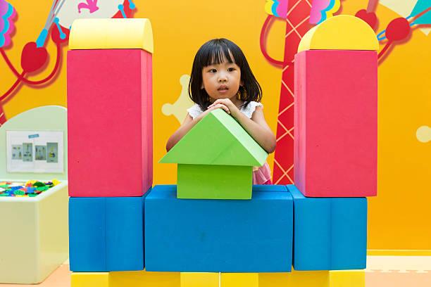 asian chinese little girl playing giant blocks - spielplatz design stock-fotos und bilder