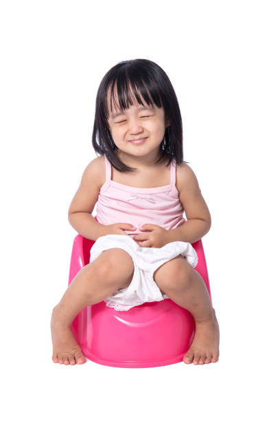 Asian chinese little girl sitting on chamberpot - foto de acervo