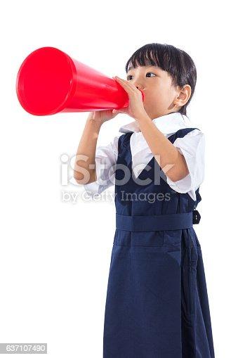 991060890 istock photo Asian Chinese little primary school girl holding retro megaphone 637107490