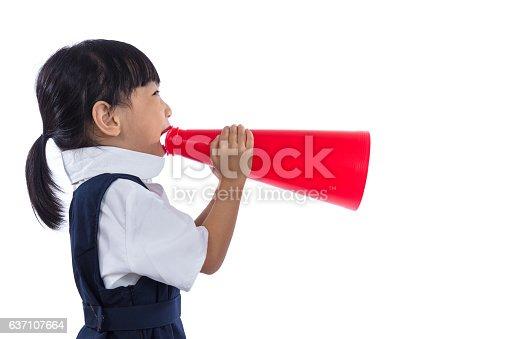 991060890 istock photo Asian Chinese little primary school girl holding retro megaphone 637107664