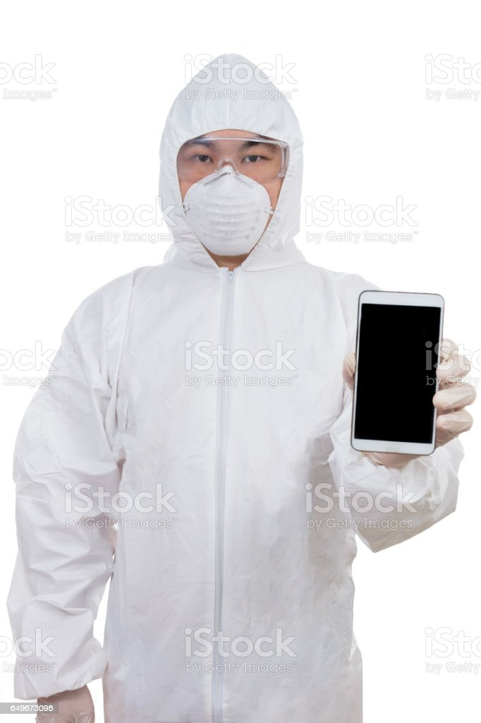 Asian Chinese scientist in protective wear showing mobile phone screen – Foto