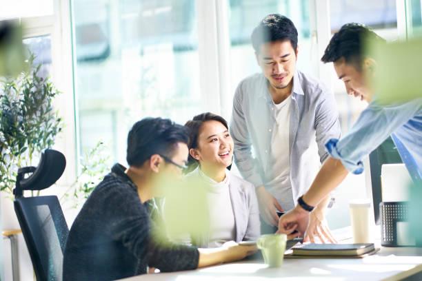 亞洲公司執行會議在辦公室 - 亞洲 個照片及圖片檔