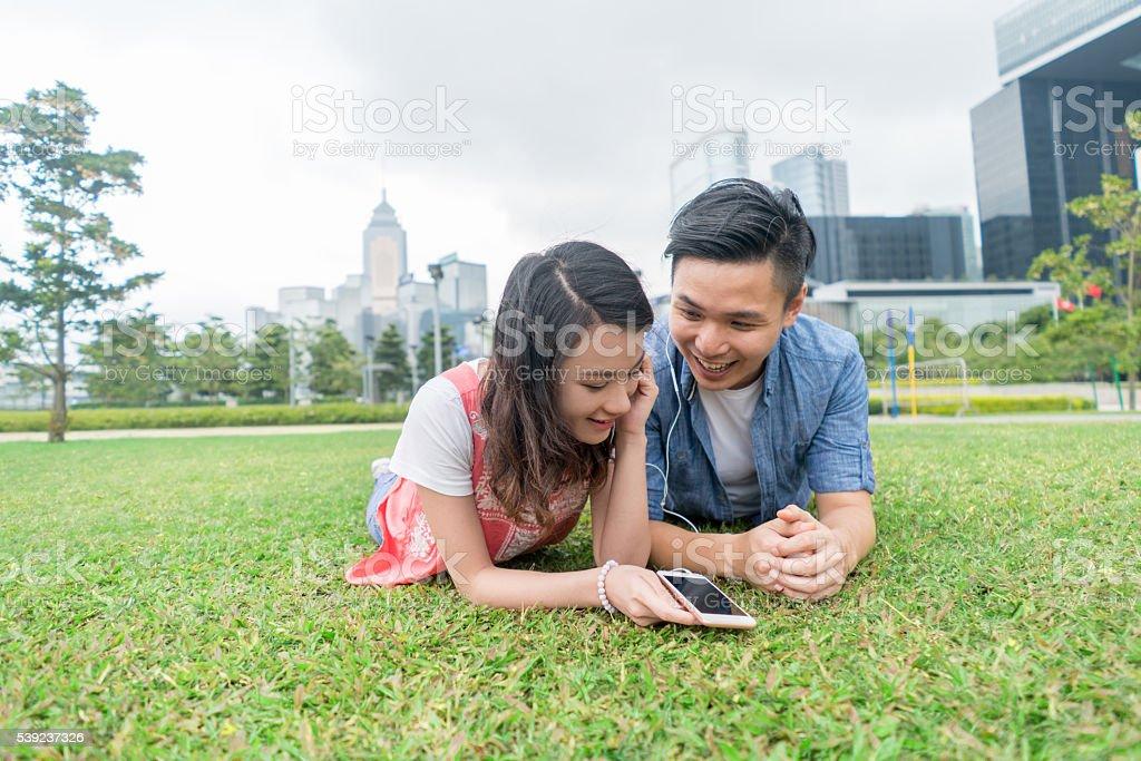 Asian couple on a date at the park foto de stock libre de derechos