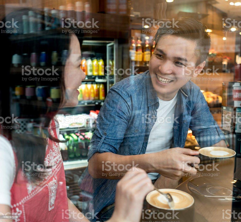 Asian couple on a date foto de stock libre de derechos