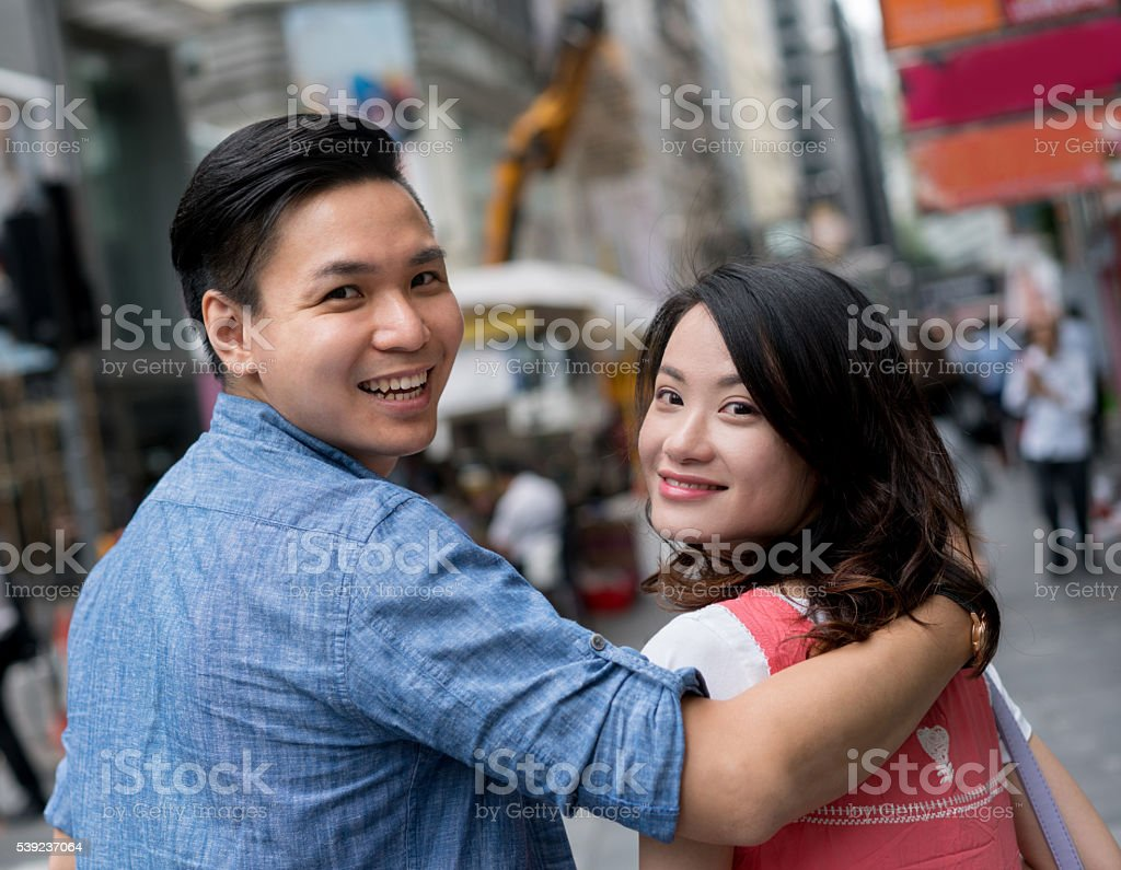 Asian couple walking in the streets of Hong Kong foto de stock libre de derechos