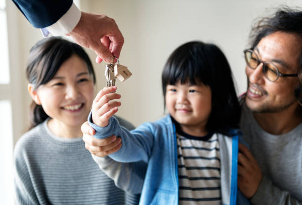 Asian family buy new house - foto stock