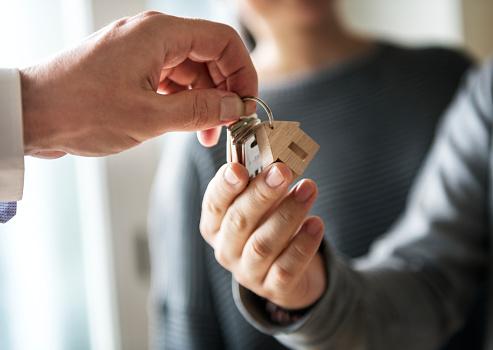 istock Asian family buy new house 943940212