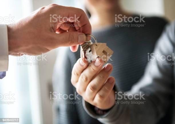 Asiatische Familie Kaufen Neues Haus Stockfoto und mehr Bilder von Abmachung