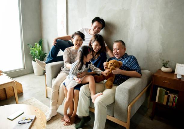 União asiática família felicidade em casa - foto de acervo