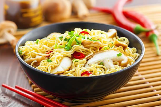 asiatische speisen, nudeln - schnelle suppen stock-fotos und bilder