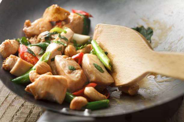 comida asiática: stir fried chicken e caju still life - stir fry - fotografias e filmes do acervo