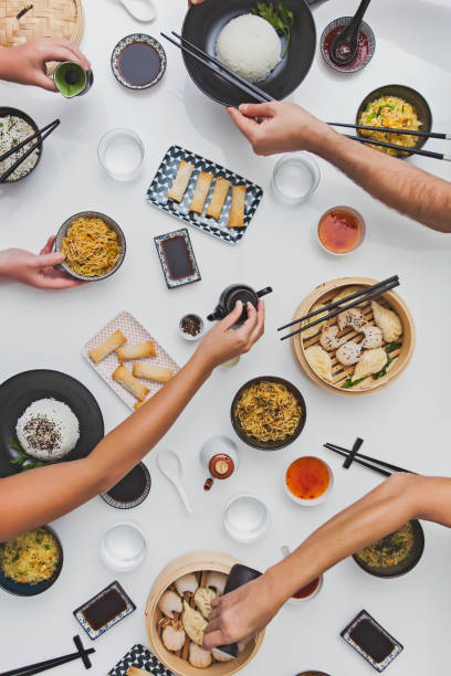 table de cuisine asiatique - cuisine asiatique photos et images de collection