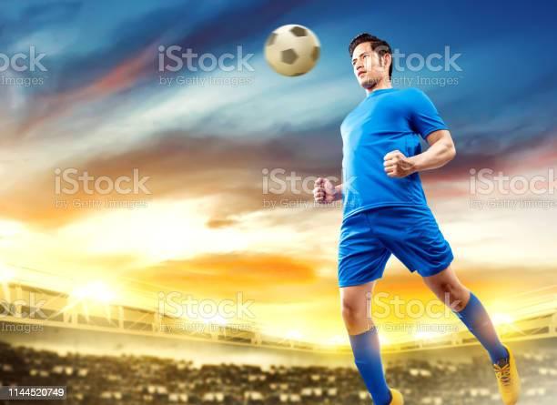 Asian football player man jump in the air and heading the ball picture id1144520749?b=1&k=6&m=1144520749&s=612x612&h=vy0umeqq7o8q67sac8pt71npuequlfgqziq9pyodo9u=