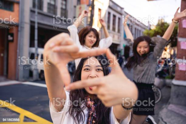 Asian friends meet and walks in taipei taiwan picture id941863886?b=1&k=6&m=941863886&s=612x612&h=hbxgvpreqjgw0dxqmjcd3uikyqoe3oxxrw6kq10sgss=