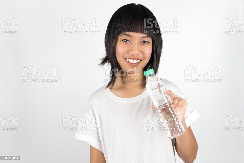 Asiatin mit Flasche Wasser Lizenzfreies stock-foto