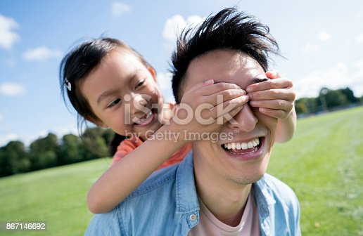 istock Asian girl surprising her father 867146692