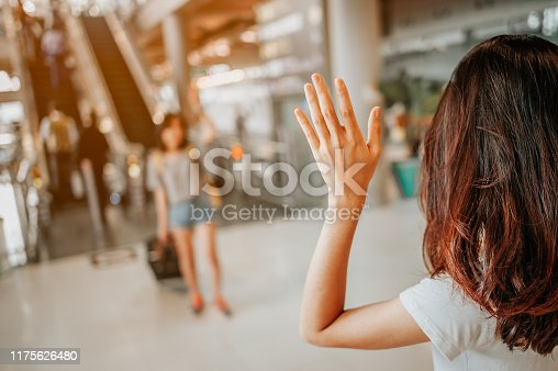 istock Asian girl Will be embracing friends from abroad.airports concept.airports hug. 1175626480