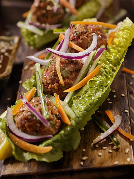asian inspired meatball lettuce wrap - low carb süßigkeiten stock-fotos und bilder