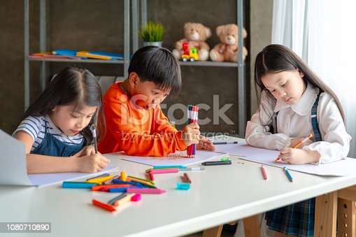 818533812 istock photo Asian Kid in Creative Art workshop at school. 1080710890