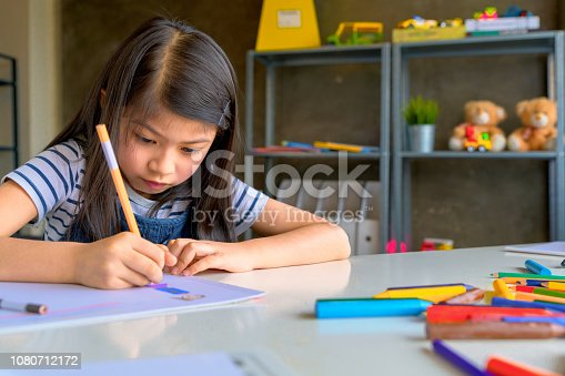 818533812 istock photo Asian Kid in Creative Art workshop at school. 1080712172