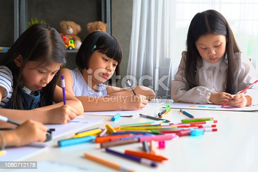 818533812 istock photo Asian Kid in Creative Art workshop at school. 1080712178
