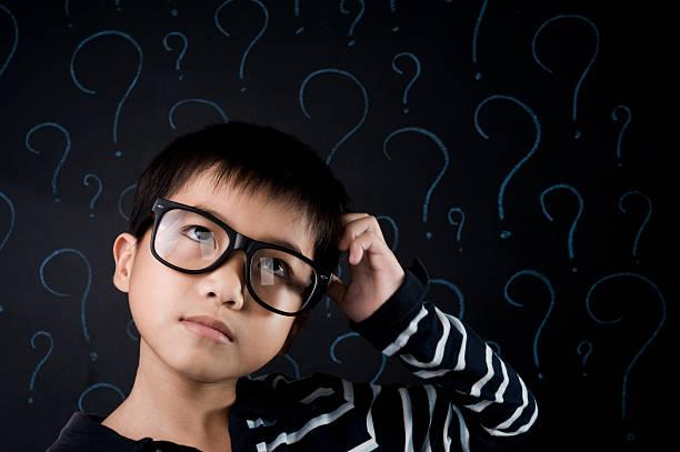 asiatische jungen - fragen für jungs stock-fotos und bilder