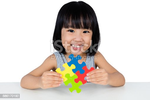 istock Asian Little Chinese Girl Playing Colorful Puzzle 586170192