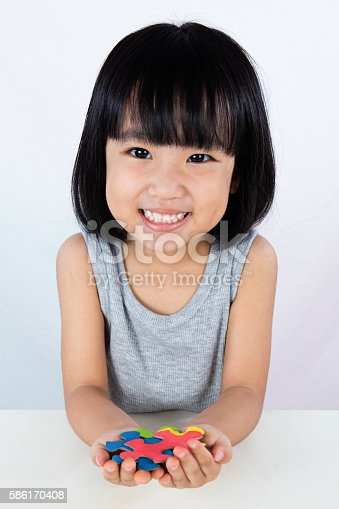 istock Asian Little Chinese Girl Playing Colorful Puzzle 586170408
