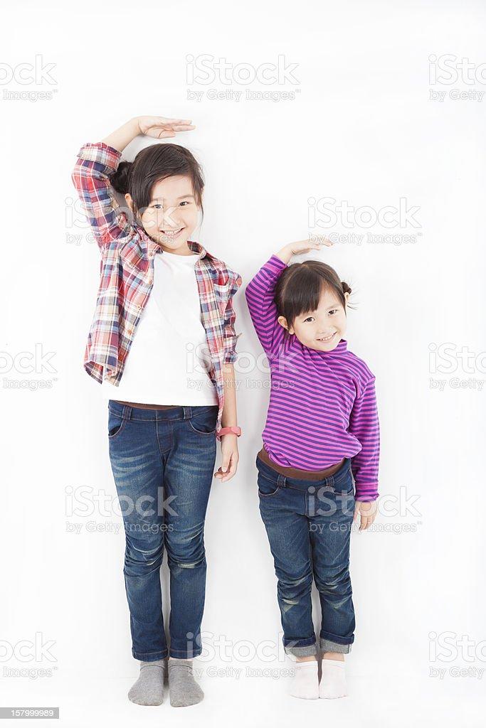 asian little girls standing together stok fotoğrafı