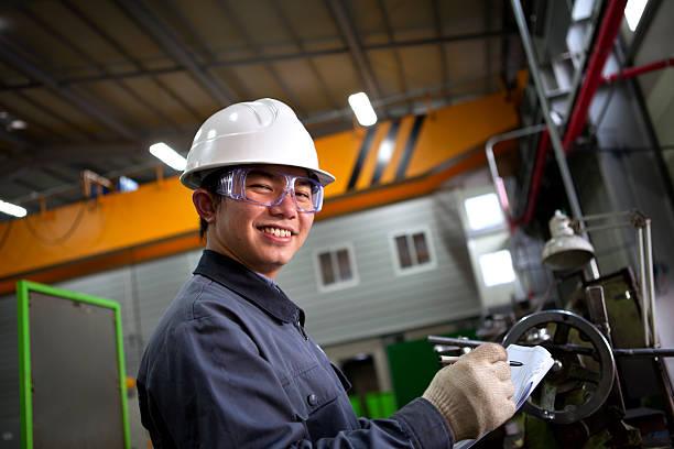Asiatische männliche industrial Mechaniker – Foto
