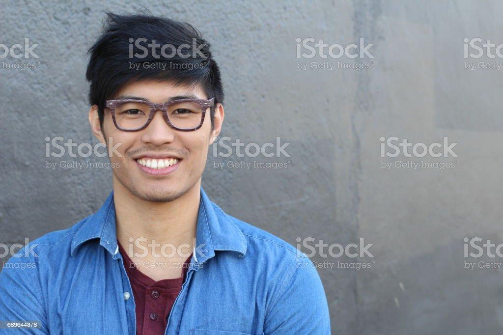 Asian homem retrato sorridente isolado com copyspace foto royalty-free