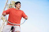 アジア人乗り自転車