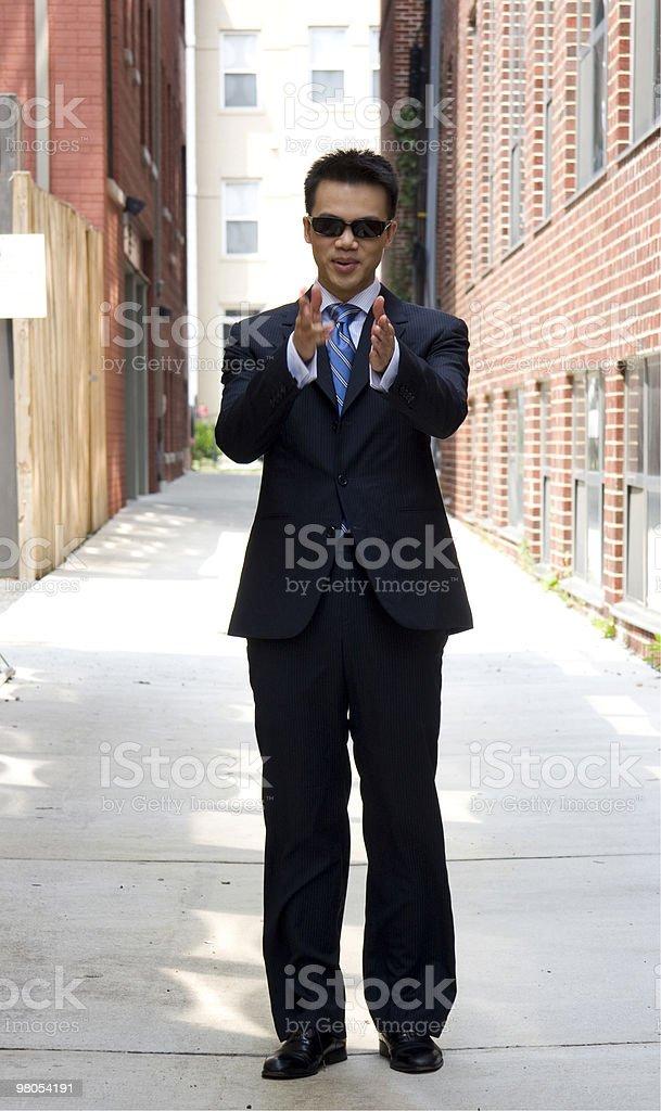 Uomo asiatico con un gesto foto stock royalty-free