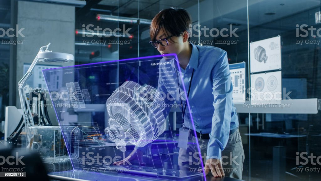 Réseau de neurones asiatique ingénieur utilise ordinateur moderne