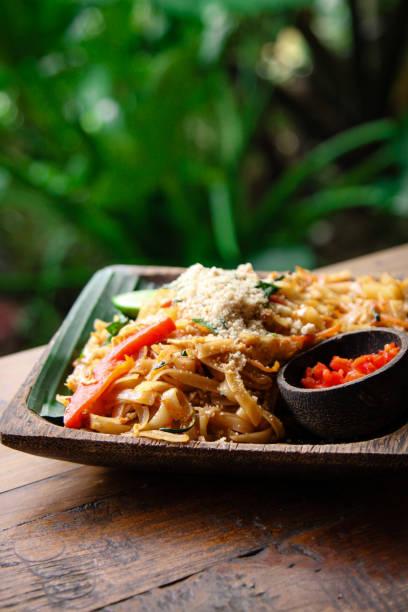 Asiatische Nudeln auf Teller – Foto