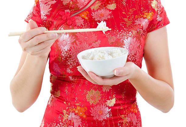 アジアオリエンタル持つ女性箸とライスボウル - ご飯茶碗 ストックフォトと画像