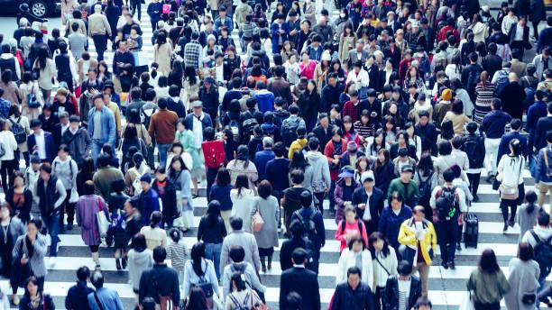 アジア人で横断歩道 - 雑踏 ストックフォトと画像