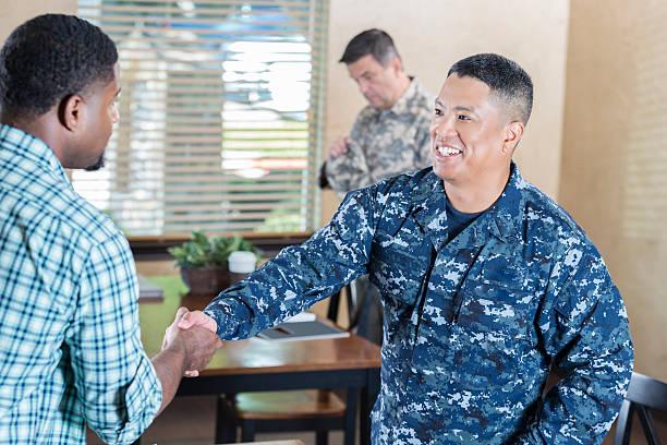 asian soldier  meeting man in military recruitment office - oficial rango militar fotografías e imágenes de stock