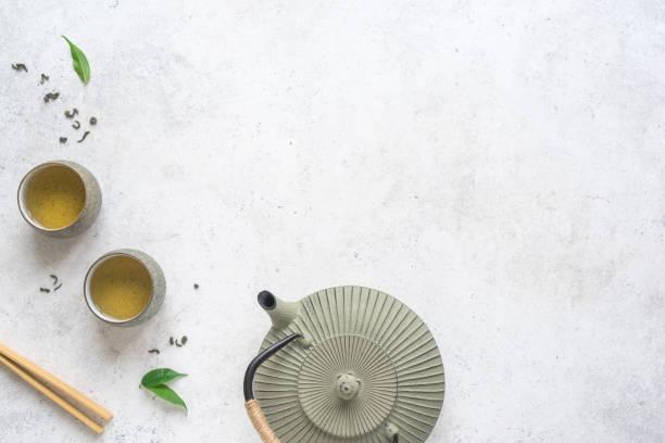 asiatische tee-set - keramikteekannen stock-fotos und bilder