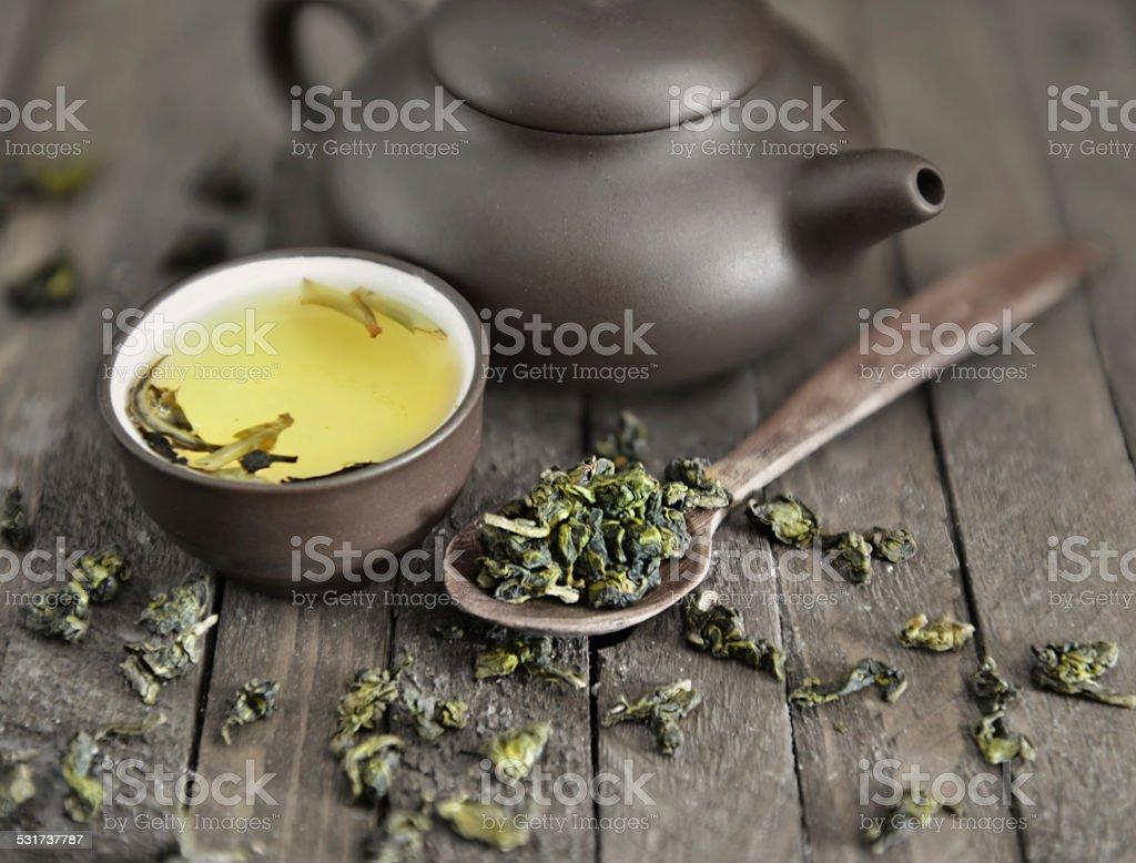 Asiático tetera vida con vajilla y té de cortesía - Foto de stock de 2015 libre de derechos