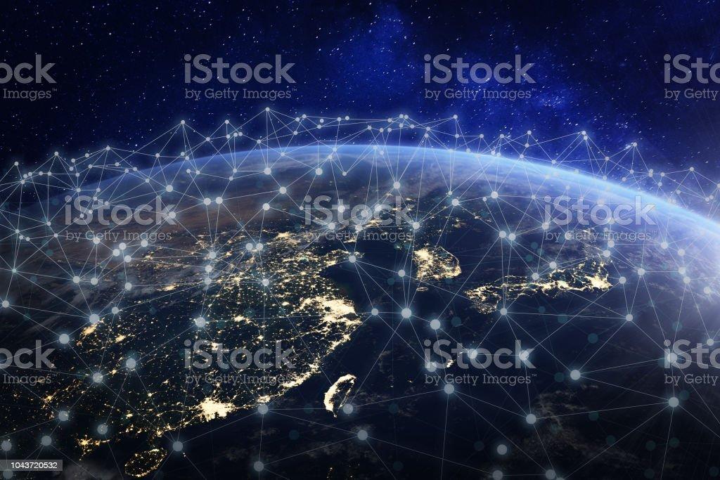 Asiatische Telekommunikationsnetz verbunden über Asien, China, Japan, Korea, Hong Kong, Konzept über Internet und globale Kommunikationstechnik für Finanzen, Blockchain oder IoT, Elemente von der NASA – Foto