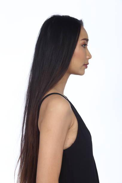 Asiatisk kvinna efter utgör frisyr. ingen retusch, färsk ansikte bildbanksfoto