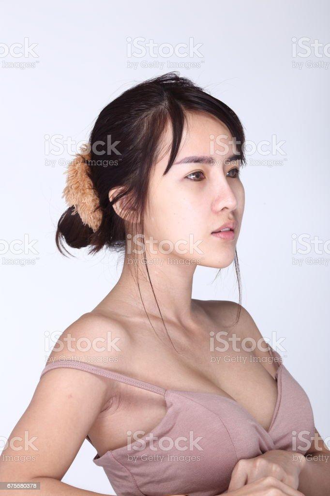 Femme asiatique avant maquillage coiffure. aucune retouche, photo libre de droits